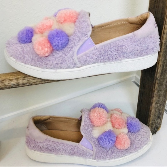 0ae01050671 ➖UGG➖ Ricci Pom Pom Slip On Shoes
